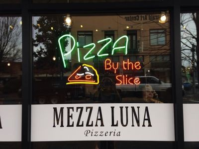 A photo of Mezza Luna Pizzeria, Pearl Street