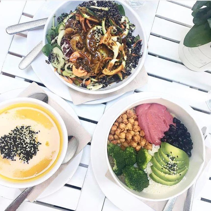 A photo of Superfoods & Organic Liquids, Mitte
